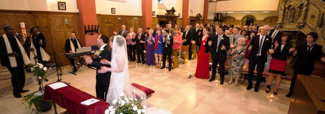 Hochzeitssänger in der Kirche